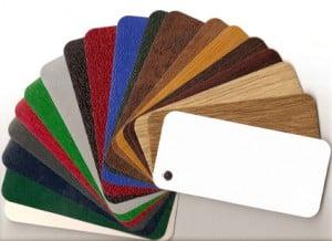 voor buitendeuren en achterdeuren kan er tussen meerdere kleuren gekozen worden, zowel voor de kunststof deur zelf als voor het kunstof deurkozijn.