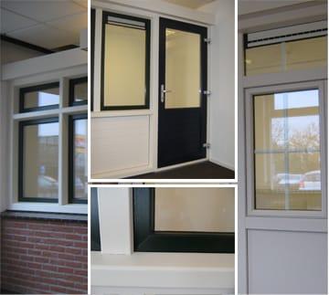 De showroom in Apeldoorn toont voorbeelden van kunststof draaiiepramen, vaste ramen en buitendeuren in verschillende kleuren en profielen.