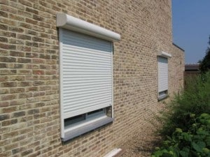 Een voorzetrolluik of voorbouwrolluik is een rolluik dat tegen het kozijn of tegen de muur aan geplaatst word. Het rolluik kan electrisch of hand-bediend zijn.
